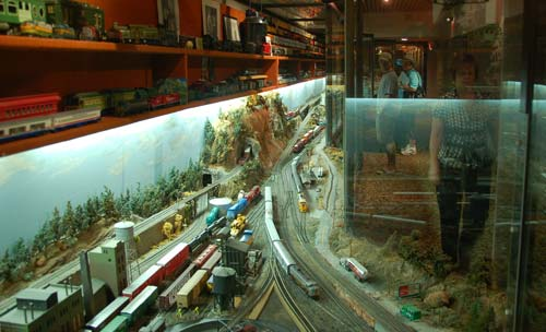 Model trains at Pinewood Park