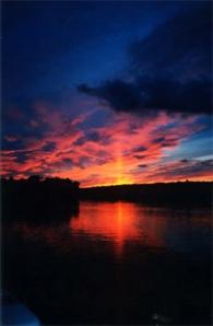 Bonnie View Inn at sundown
